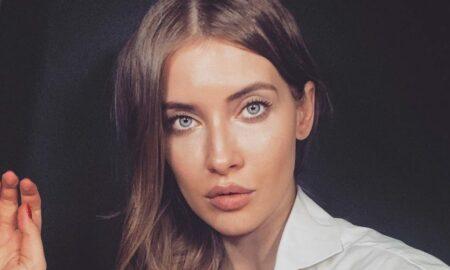 Iulia Albu șterge pe jos cu Oana Roman: Fotografiile pe care le postează sunt foarte modificate!