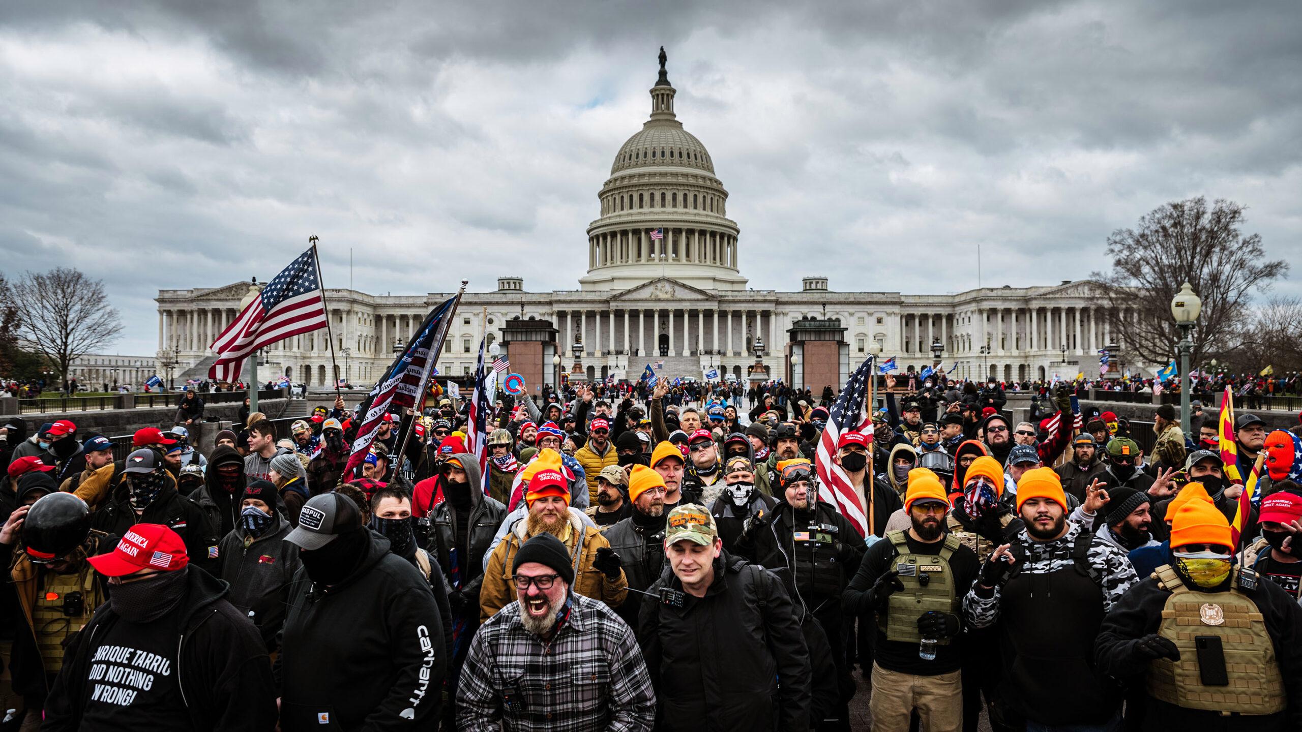 Situație fără precedent în istoria SUA. Proteste și asasinate la Washington D.C. Donald Trump a decretat stare de urgență