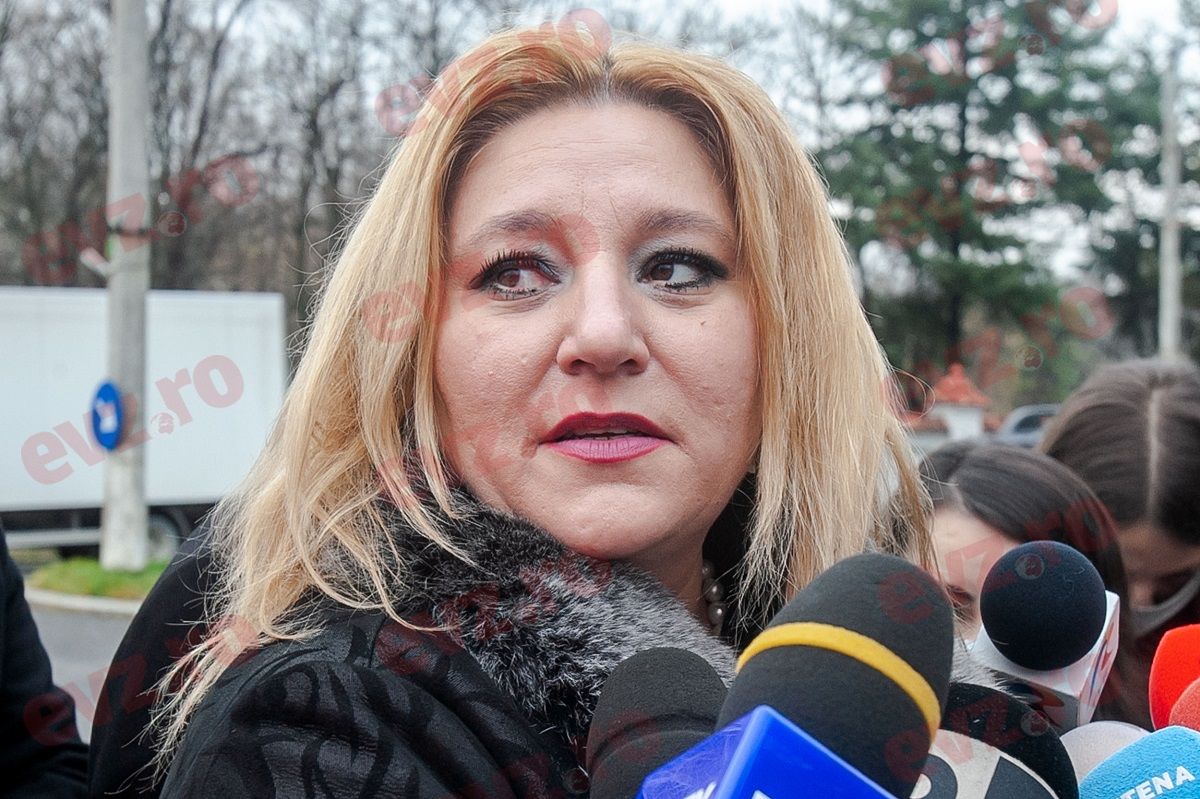 Diana Șoșoacă, declarațiile momentului: Am fost luată de pe stradă cu un pistol la tâmplă