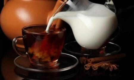 De ce englezii beau ceaiul cu lapte? Secretul îl dezvăluie nutriționistul Mihaela Bilic