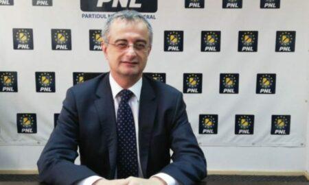 """Liberalul Gabriel Andronache atac dur la PSD. """"Lua 2 lei la un leu în plus la pensii și salarii"""""""