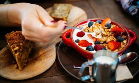 Fă ASTA dimineața, la micul dejun! Topești zeci de kilograme într-un timp record