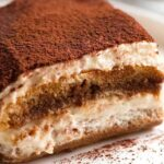 O prăjitură elegantă pentru evenimente cu ștaif. Rețeta unui desert delicios
