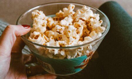 Ce se întâmplă în corpul tău dacă mănânci popcorn! Experții spulberă toate miturile
