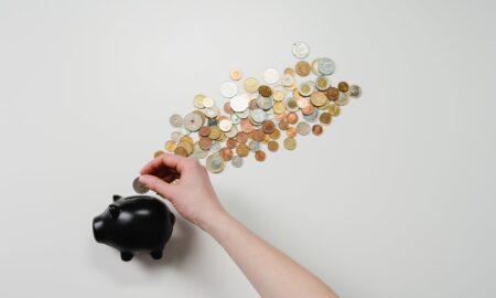 Românii pun frână la consum. Populația vrea să pună bani de-o parte anul acesta!