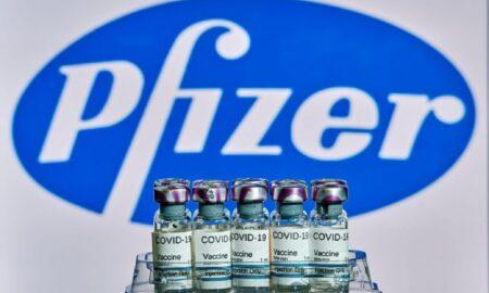 Soluție pentru noile tulpini ale coronavirusului. Pfizer studiază posibilitatea vaccinarii cu trei doze