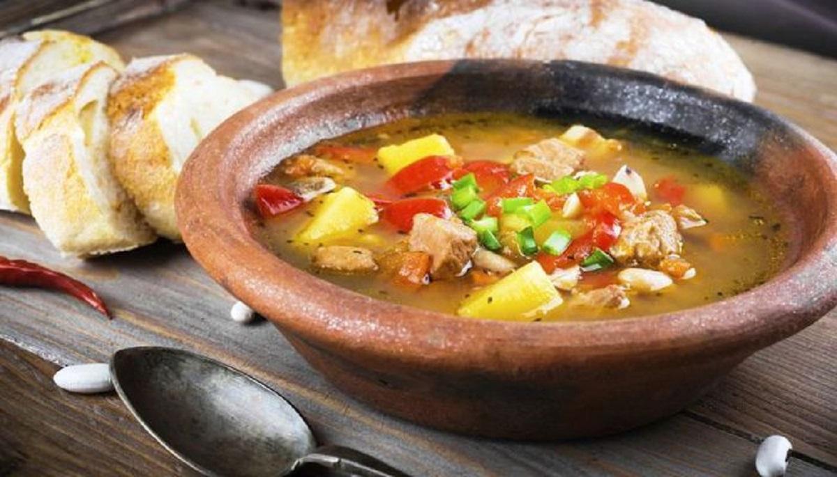 Cum se prepară supa gulaș! Preparatul ocupă un loc de cinste în inimile gurmanzilor