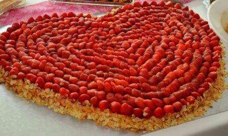 """Secretul unui tort perfecte de """"Ziua Îndrăgostiților""""! Este obligatoriu să faci asta ca să iasă excelent"""