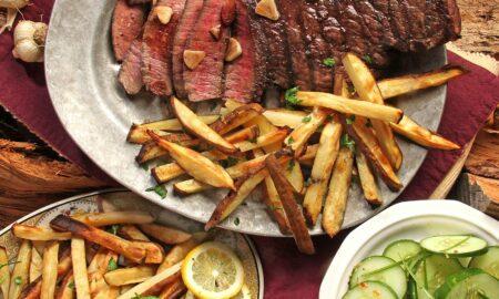Cum prepari carnea! Ponturi pentru o textură apetisantă și crocantă. O să îl dai gata cu cina de Dragobete!