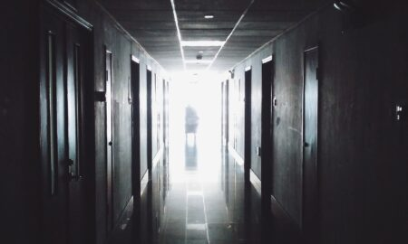 Este legal ca pacienții să fie legați sau sedați? Explicația unui medic șef de secție la ATI