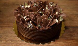 Rețeta pentru tortul de ciocolată fără coacere. Un desert gustos pentru orice aniversare