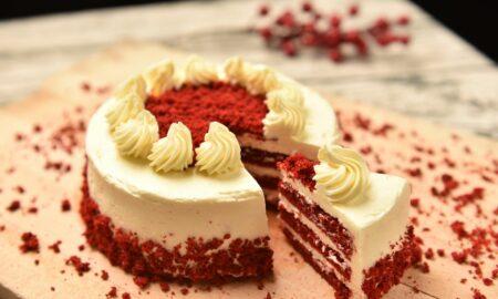 """Tortul de """"catifea"""", un deliciu pentru început de primăvară. Un """"mărțișor"""" dulce pentru cei dragi"""