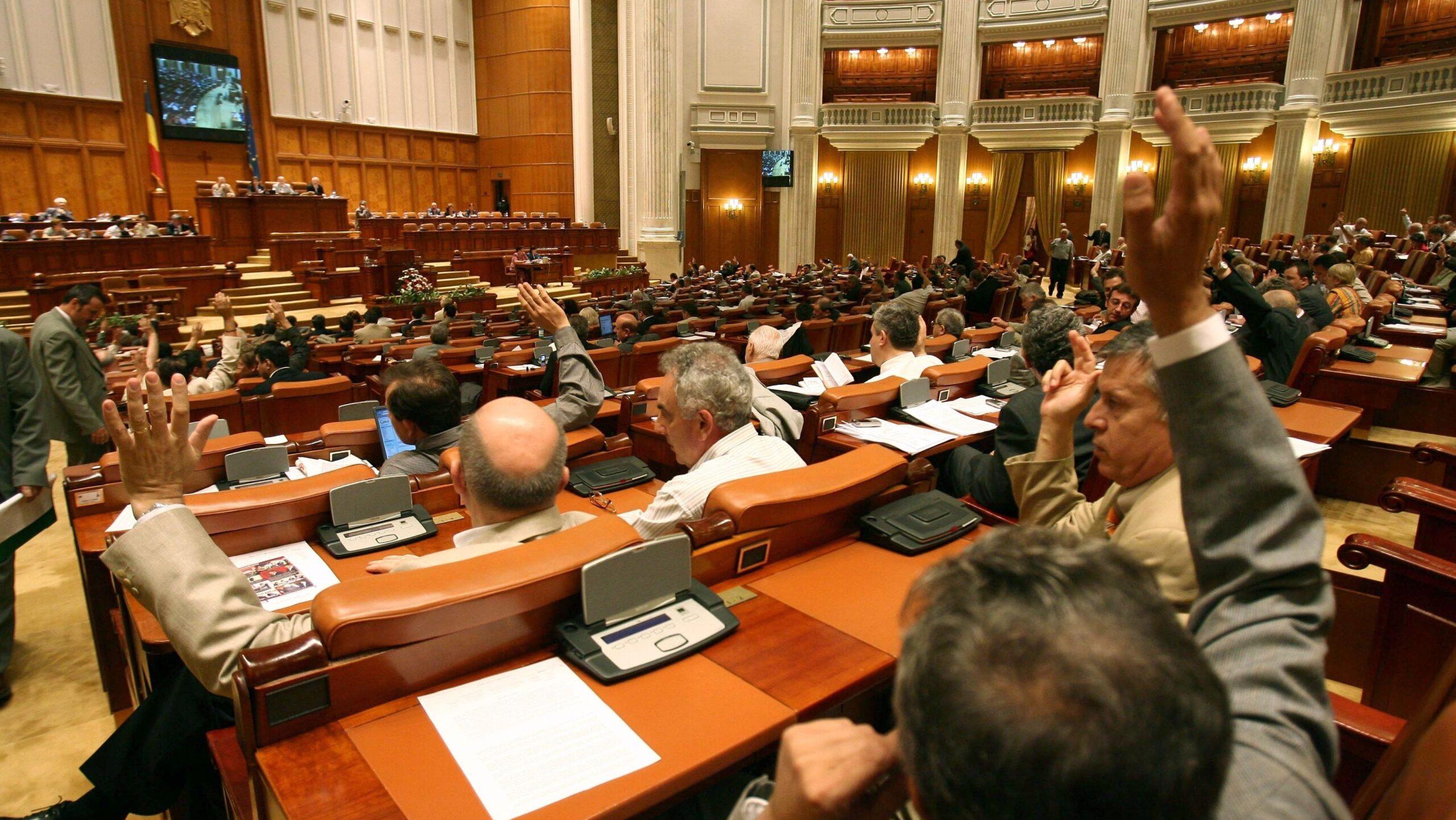 Camera Deputaților. Foştii demnitari PCR nu pot beneficia de Legea recunoştinţei