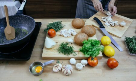 Din rețetele delicioase ale bunicii. Cum prepari găluște de cartofi umplute cu legume!