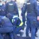 Protestele continuă în România. Bărbat abuzat de forțele de ordine și tratat cu bestialitate