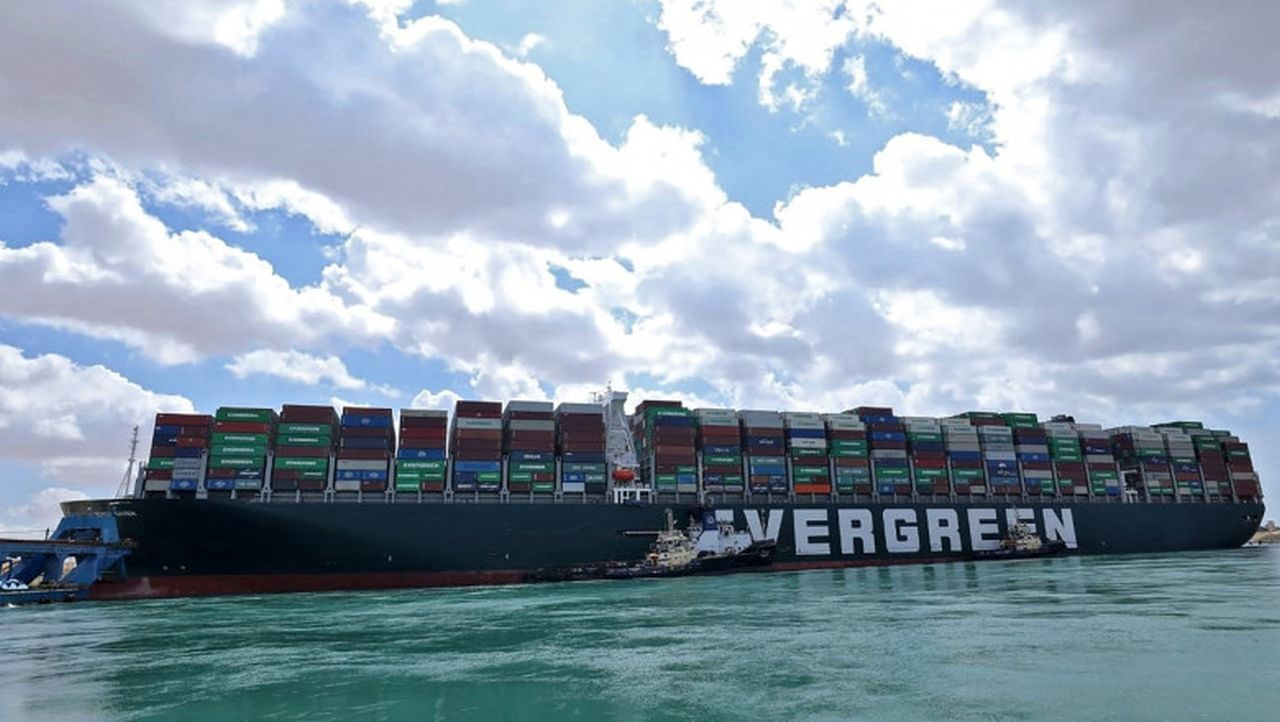 Alertă! CELULĂ DE CRIZĂ în cazul navelor din România, încărcate cu animale vii, blocate în Canalul Suez
