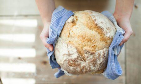 Ce se întâmplă dacă mănânci multă pâine? Asta trebuie să faci pentru a evita consecințele