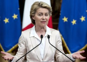 """Belgia se revoltă. Ursula von der Leyen este lovită din toate părțile. """"Vaccinarea nu e obligatorie, iar accesul la vaccin nu este încă generalizat"""""""
