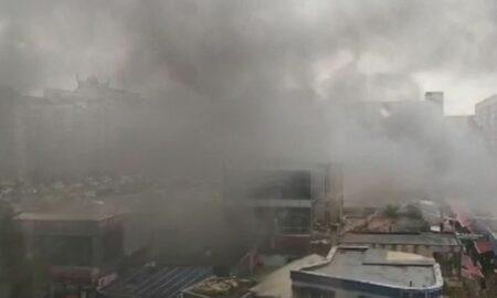 Flocări uriașe în piață. Comercianții și cumpărătorii, evacuați de urgență. ISU a intervenit în forță
