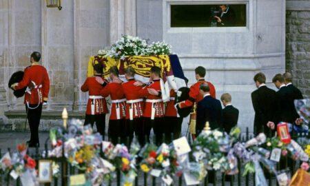 Nimeni NU a observat asta! Detaliul secret ales de Regina Elisabeta pentru coroana Prințului Philip
