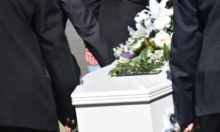 Actualele reguli de înmormântare nu sunt acceptate de preoți. Tradiția nu trebuie călcată în picioare