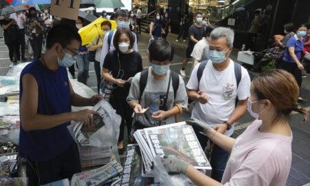 Redactorului-șef și patru directori ai unui ziar au fost arestați în ciuda criticilor G7