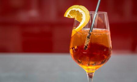 Chestionar îngrijorător: 35% dintre români consideră firesc consumul de alcool de către copii