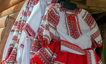 24 iunie, Ziua Universală a Iei! Bluza tradițională românească este celebrată odată cu Sânzienele