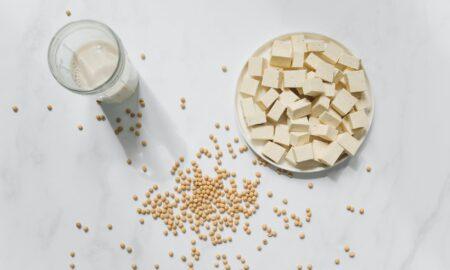 Ce se întâmplă în corpul tău când consumi lapte vegetal. Nutriționist: O zeamă fără valoare nutritivă