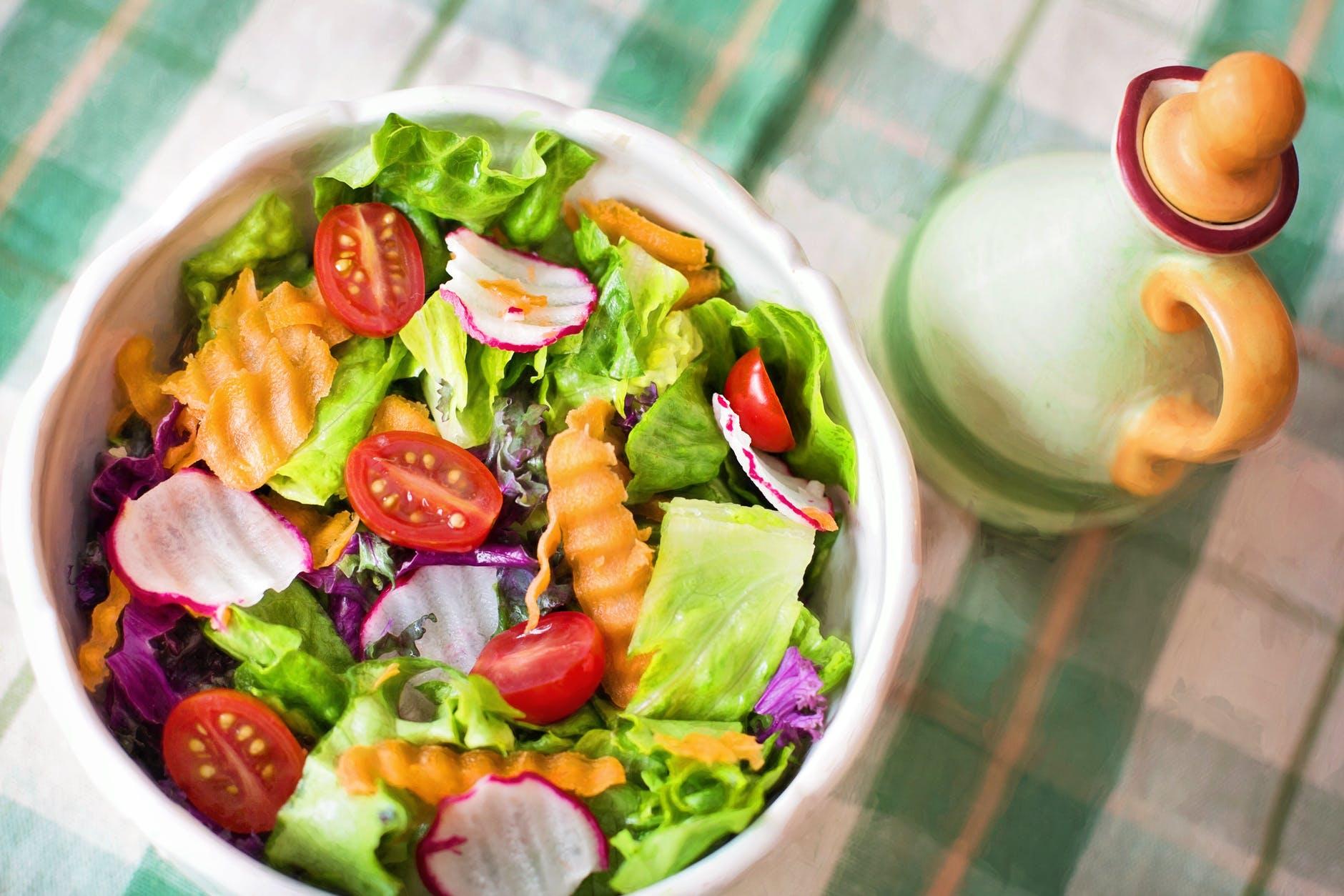 Gastroenterolog: Vegetarienii trăiesc mai puțin! Nu putem lua proteinele doar din vegetale