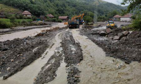 Echipele Apelor Române înlătură blocajele de pe cursurile de apă