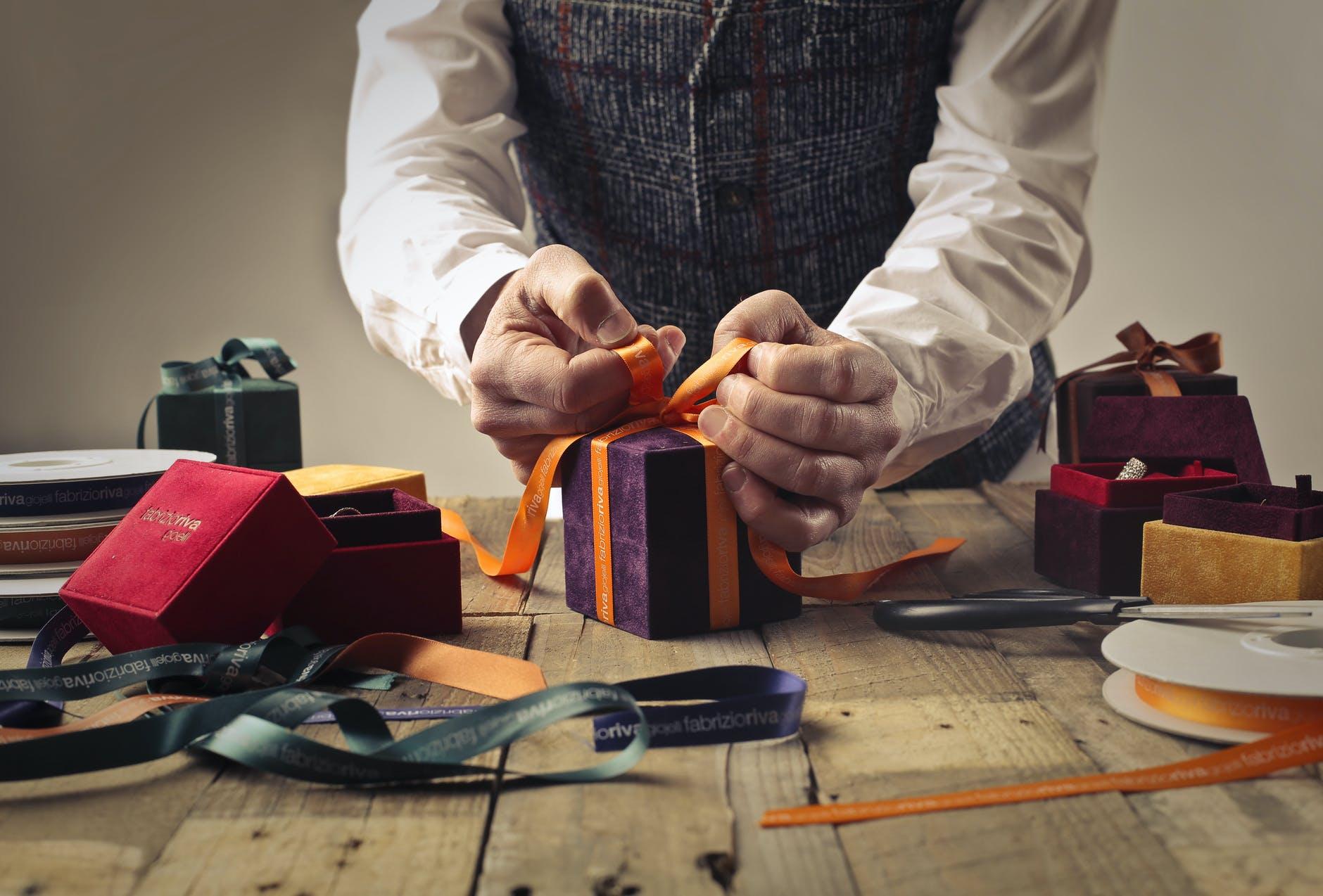 7 cadouri pe care nu trebuie să le primești de la nimeni! Se spune că aduc ghinion și boli