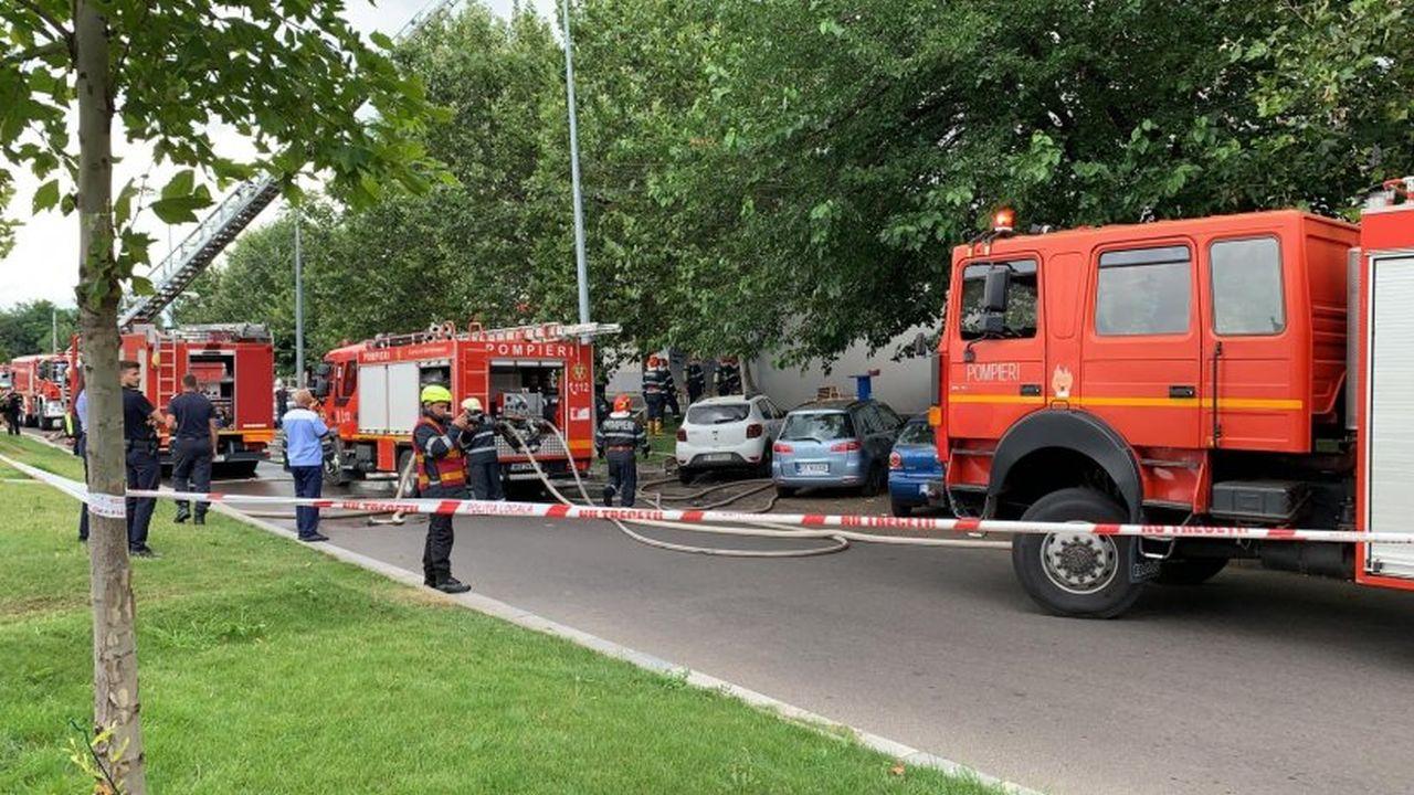 Incendiu VIOLENT în Piața Delvinului, din capitală. ISU, intervenție cu 14 autospeciale