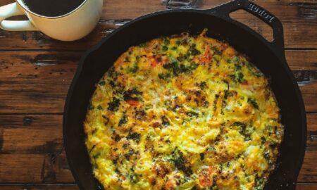 Mic-dejun sățios și super gustos! Cum se prepară frittata cu legume la cuptor