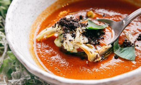 Rețetă GAZPACHO cu roșii - supă rece, ideală pentru zilele fierbinți de vară. Este delicioasă și răcoritoare!