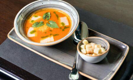Supă cremă sănătoasă și gustoasă! Este ideală pentru zilele călduroase