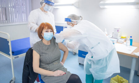 Israel: A treia doză de vaccin împotriva COVID-19 scade semnificativ riscul de infectare