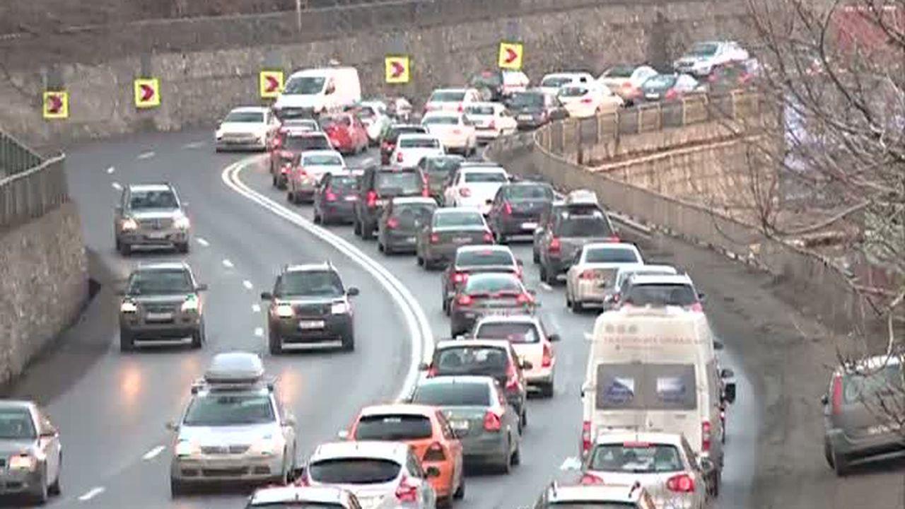Vine weekendul și traficul devine aglomerat. Ce rute să evitați