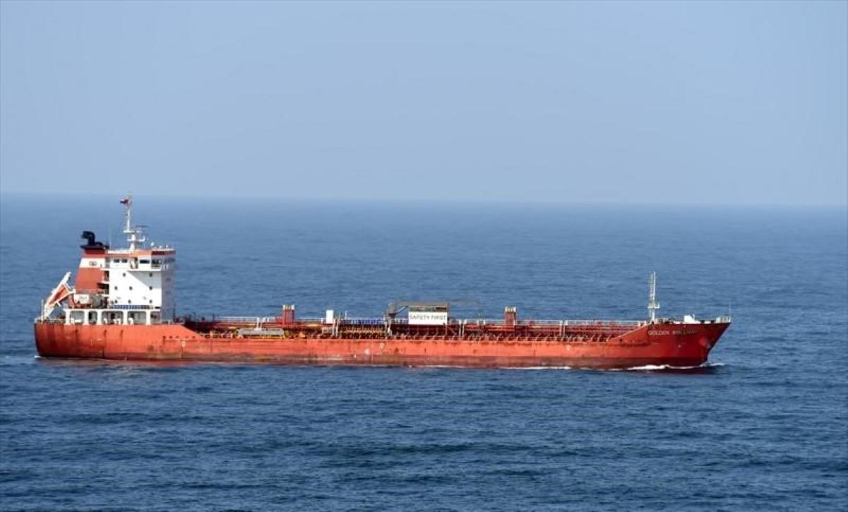 Altă navă atacată în Golful Oman. Ce se întâmplă