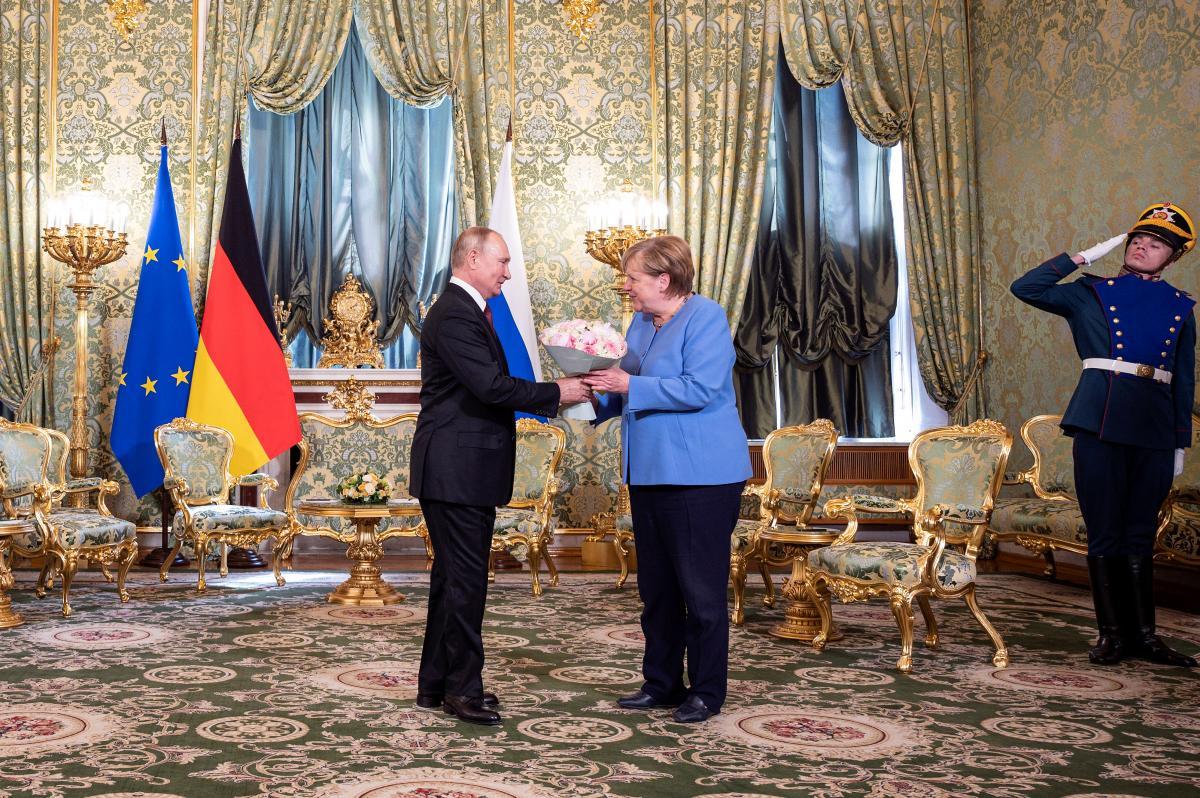 Angela Merkel în vizită la Putin. Negocierile au început la Kremlin