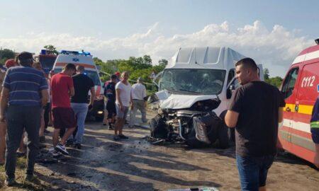 Video. Accident grav cu mai mulți răniți într-o localitatea aflată sub cod roşu de furtună. Intervine elicopterul SMURD