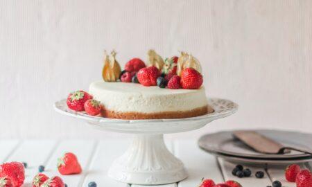 Rețetă cheesecake cu căpșuni. Desert aromat, cremos, ideal pentru zilele de vară