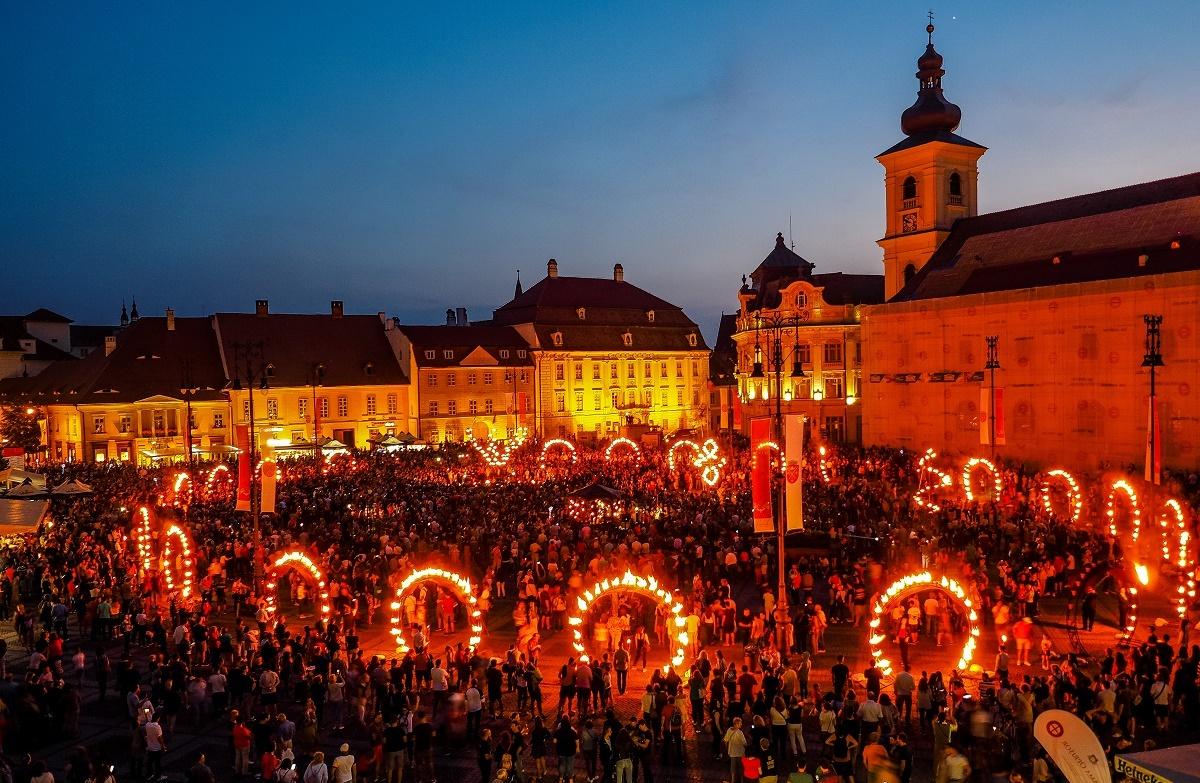 Cel mai mare eveniment dedicat artelor din România. Timp de 10 zile sunt programate peste 600 de spectacole