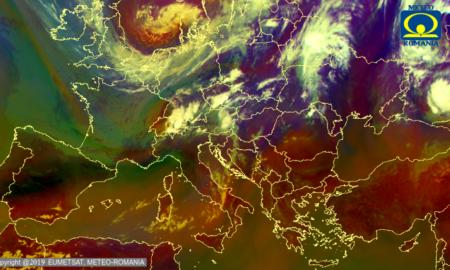 ANM. Pe parcursul următoarelor 14 zile nu scăpăm de instabilitatea atmosferică. Când o să scadă temperaturile