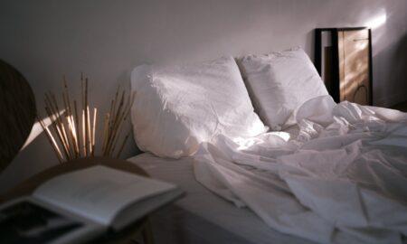 Îți faci patul dimineața? E mai rău decât crezi. Specialist: Oprește-te!