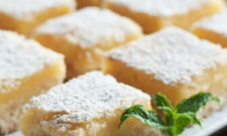 Combină ricotta cu iaurt și vei obține o prăjitură super delicioasă. O porție are doar 150 de calorii