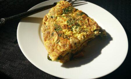 Cum pregătești un mic dejun gustos și sănătos. Astăzi, rețetă de omletă spaniolă cu cartofi!
