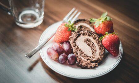 Desert surprinzător de delicios: Ruladă de ciocolată fără coacere
