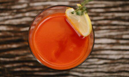 Suc de roșii savuros, făcut în casă. E delicios, uşor de făcut şi nu are conservanţi