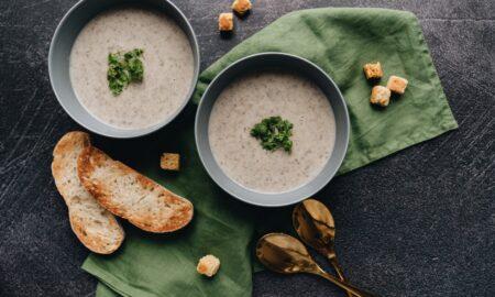 Supă cremă de ciuperci, rețeta gustoasă propusă de Andreea Marin: E o bunătate și e apreciată de întreaga familie!
